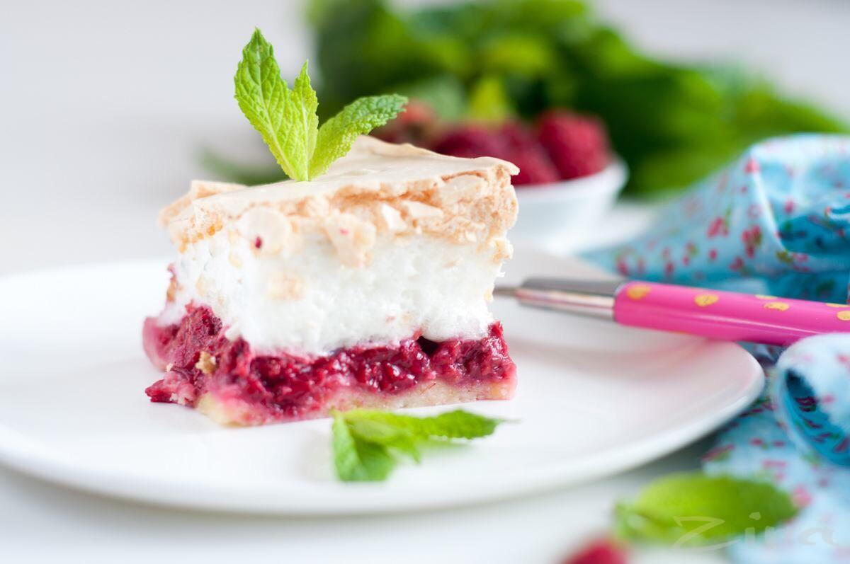 Пирог с малиной и безе