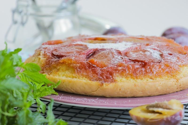 Сливовый пирог-перевертыш