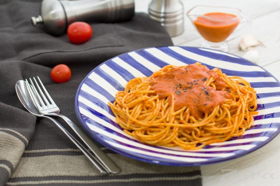 Спагетти с томатным соусом по-итальянски
