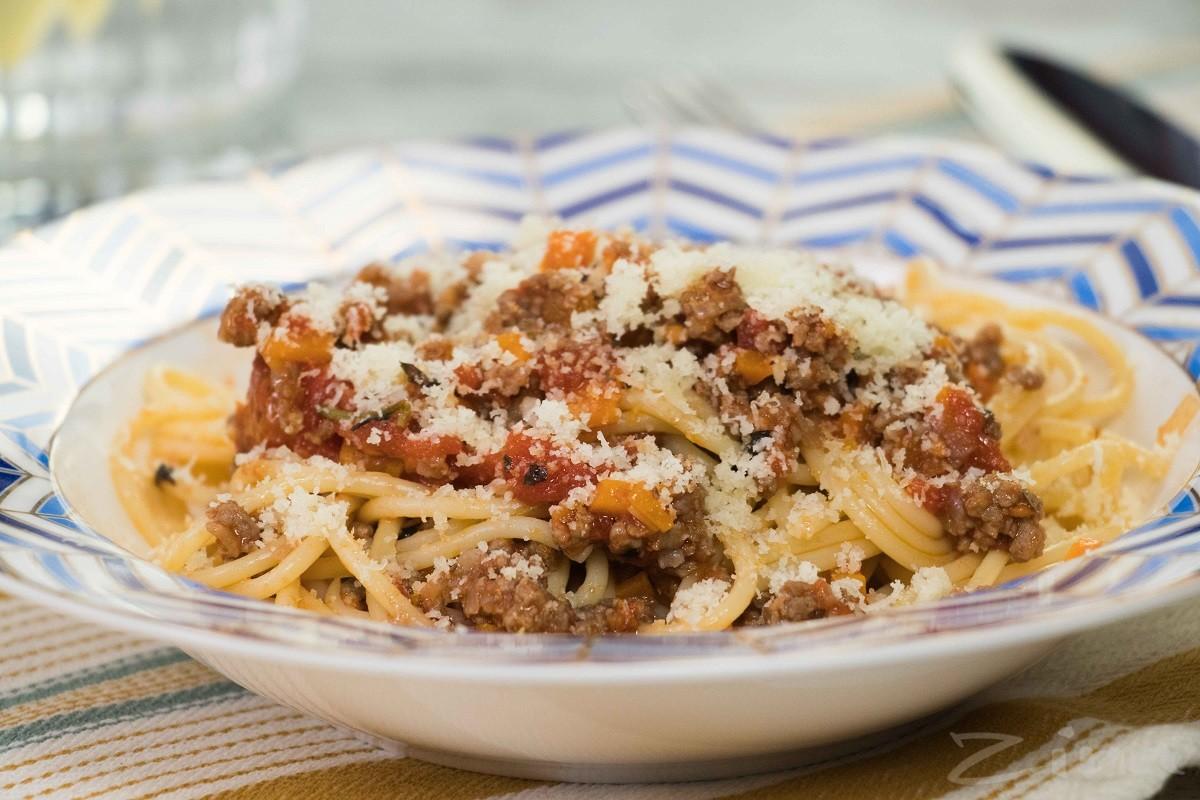 Видеорецепт: спагетти «Болоньезе»