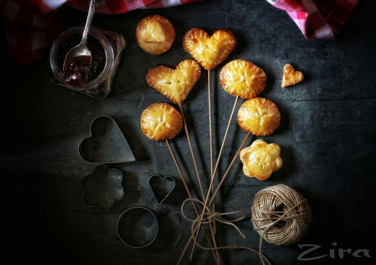Сладкие пирожки на палочках