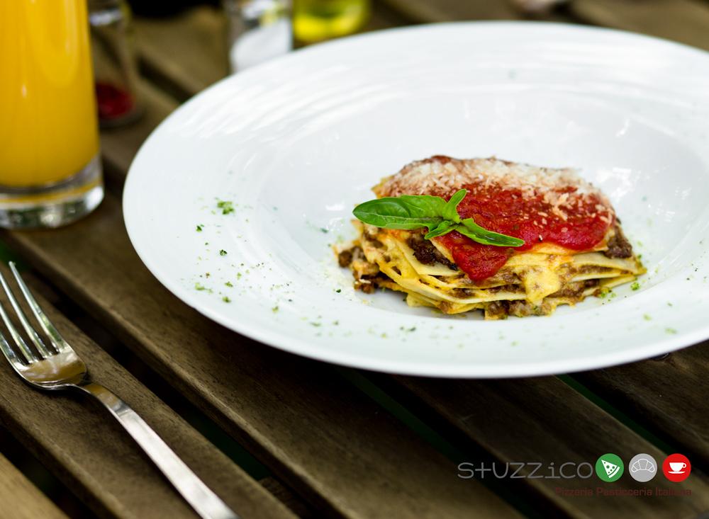 Рецепт от заведения Stuzzico: Лазанья Болоньезе