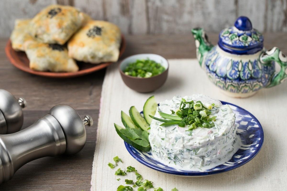 Салат с сузьмой и огурцами