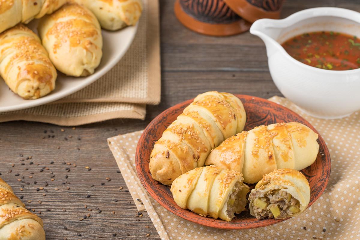 Пошаговый фоторецепт: турецкая самса с мясом и картофелем