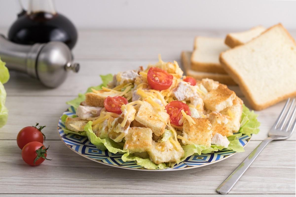 Tovuq va pishloqli salat