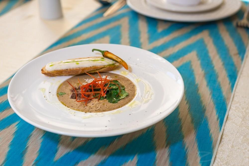 SalSal restoranidan retsept: Moshxo'rdadan tayyorlanilgan quyuq sho'rva