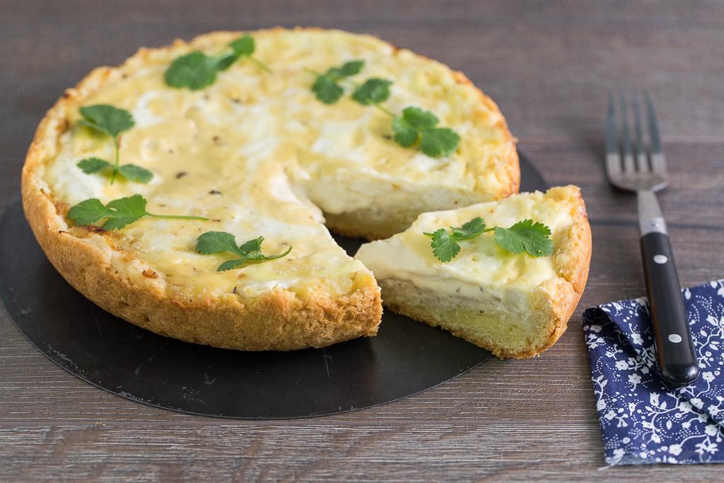 Пирог с начинкой из плавленного сыра в мультиварке