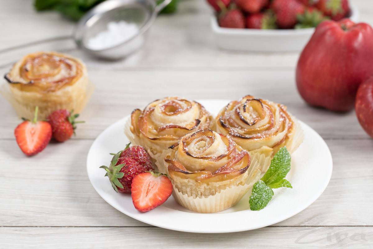 Пошаговый фоторецепт: розочки из слоеного теста и яблок