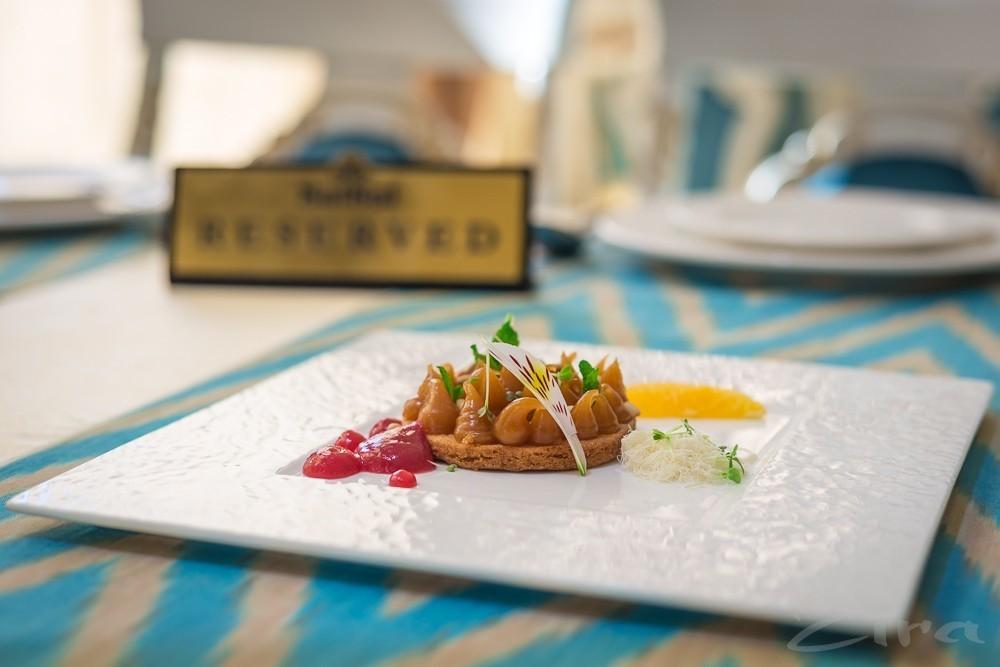Рецепт от заведения SalSal: десерт Холвайтар с инжирным вареньем