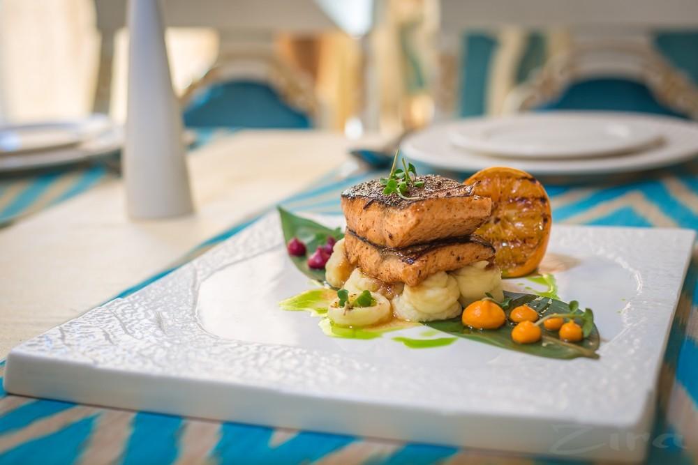 Рецепт от ресторана SalSal: стейк из лосося на подушке из картофельного пюре
