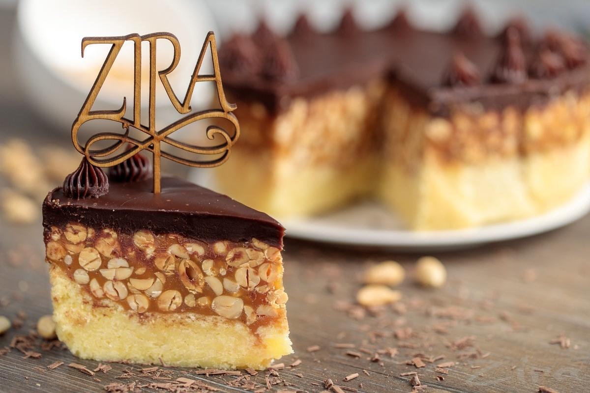 Batafsil fotoretsept: «Snikers» torti