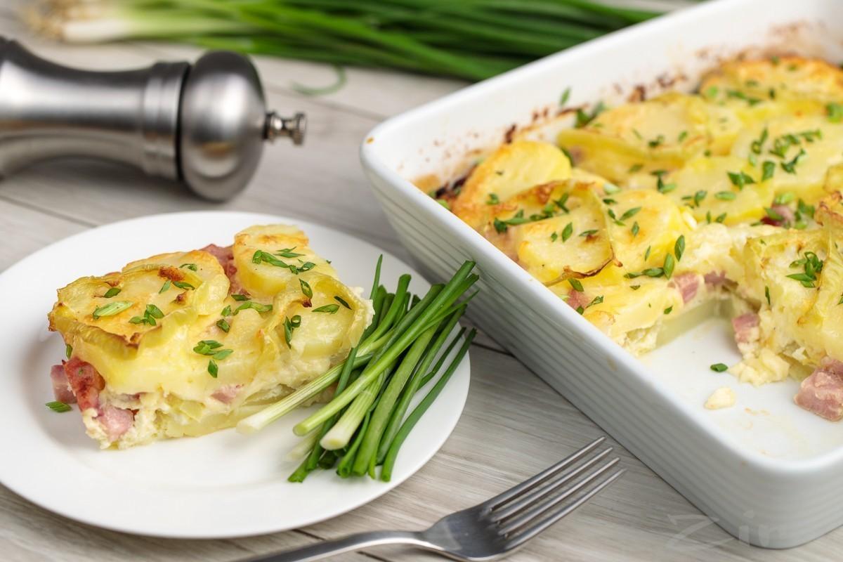 Запеканка из картофеля с ветчиной и сыром