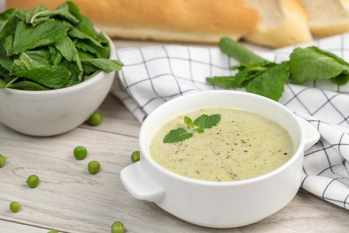 Мятный крем-суп из зеленого горошка