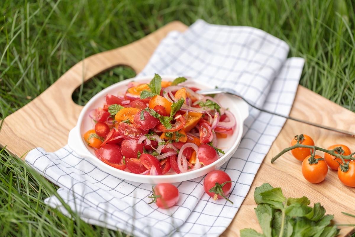 Pomidor va yalpizli salat