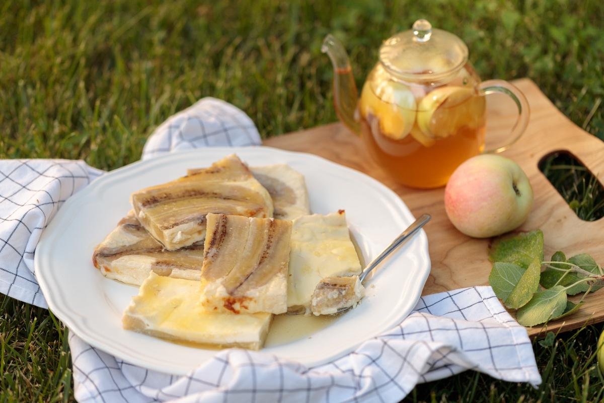 Tvorog va yogurt bilan pishirilgan bananlar
