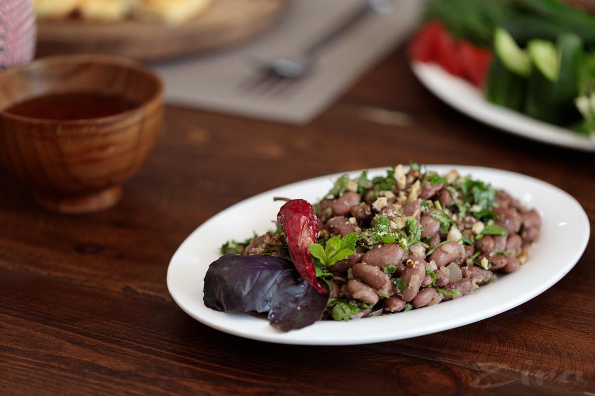 """Рецепт от заведения Хачапури House: салат """"Лобио"""" из красной фасоли"""