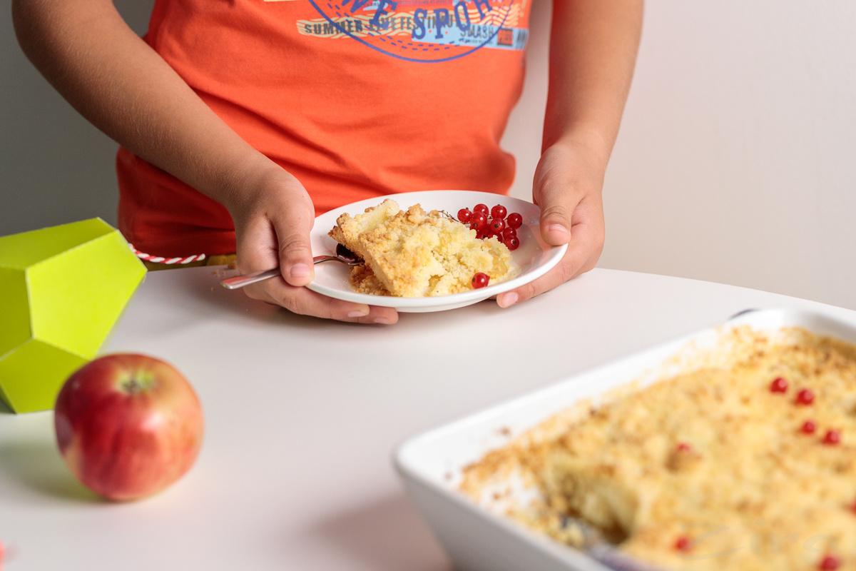 """Готовят дети: пирог """"Яблочная крошка"""""""