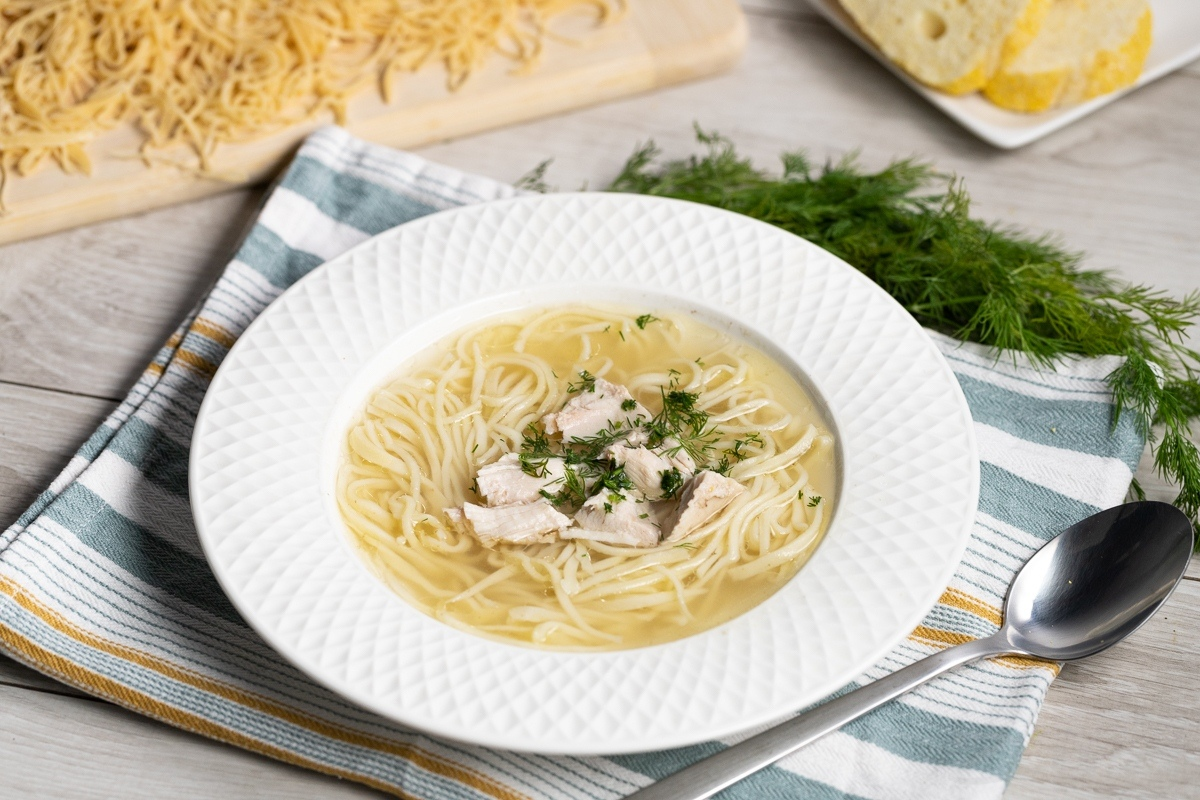 Куриный суп с домашней лапшой – токмач