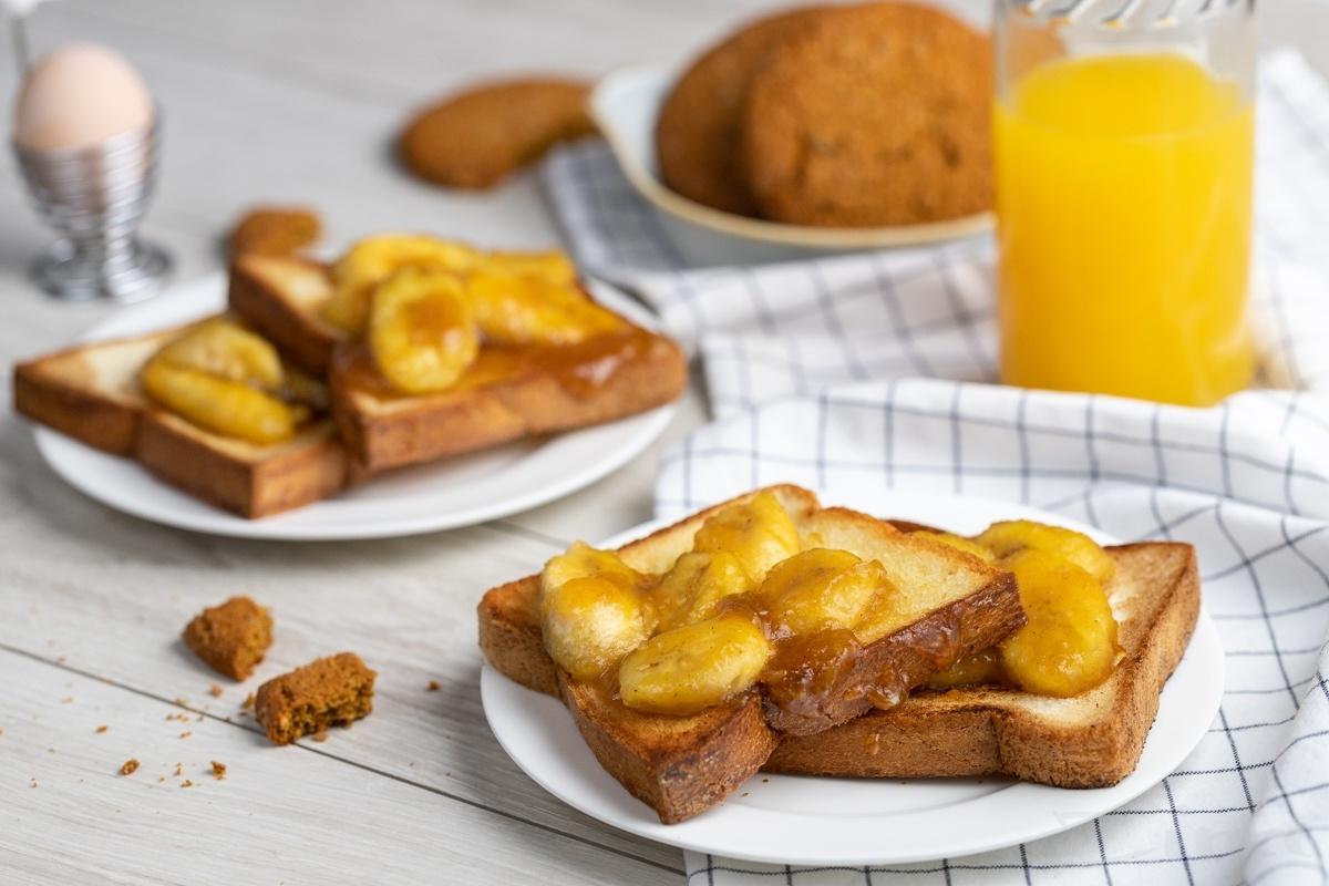 Тосты с жареными бананами