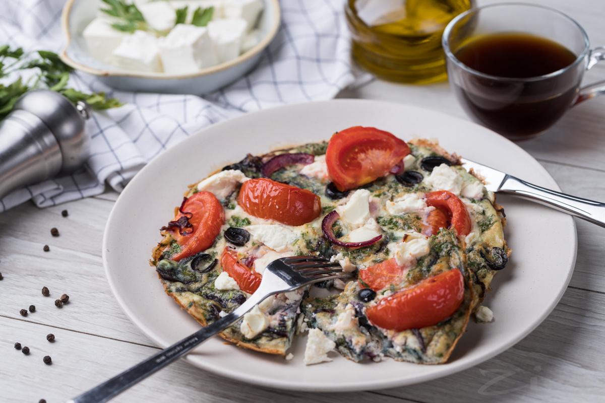 Омлет «Греческий салат»