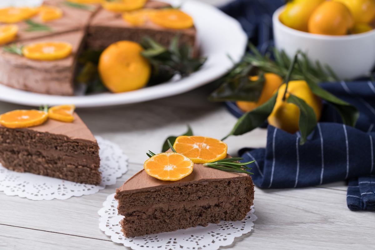 Sariyog' – shokoladli krem bilan tayyorlangan shokoladli tort