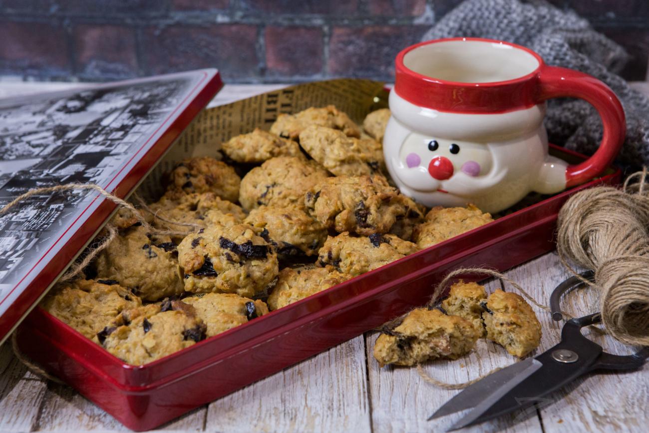 Овсяное печенье с орехами и черносливом