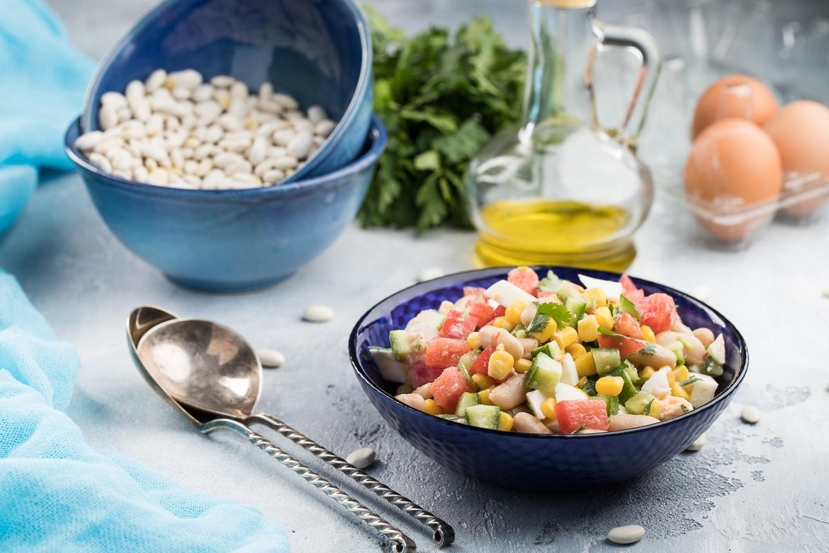 Konservalangan loviya va makkajo'xorili salat