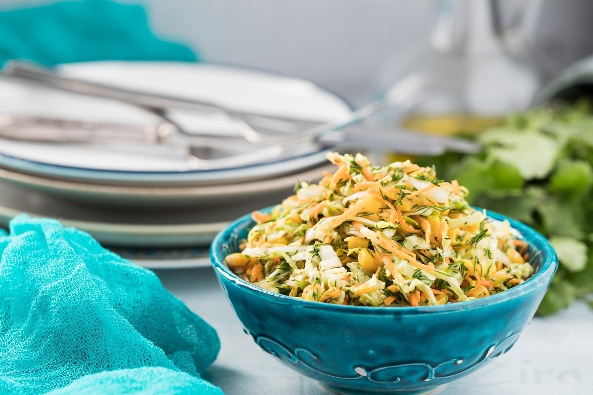 Салат с пекинской капустой и кукурузой