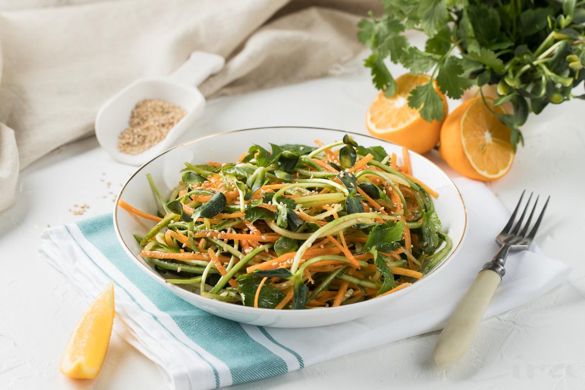 Овощной салат с ростками подсолнечника