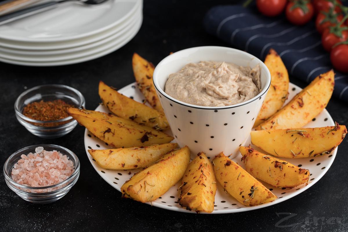 Видеорецепт: запеченный картофель с соусом из тунца