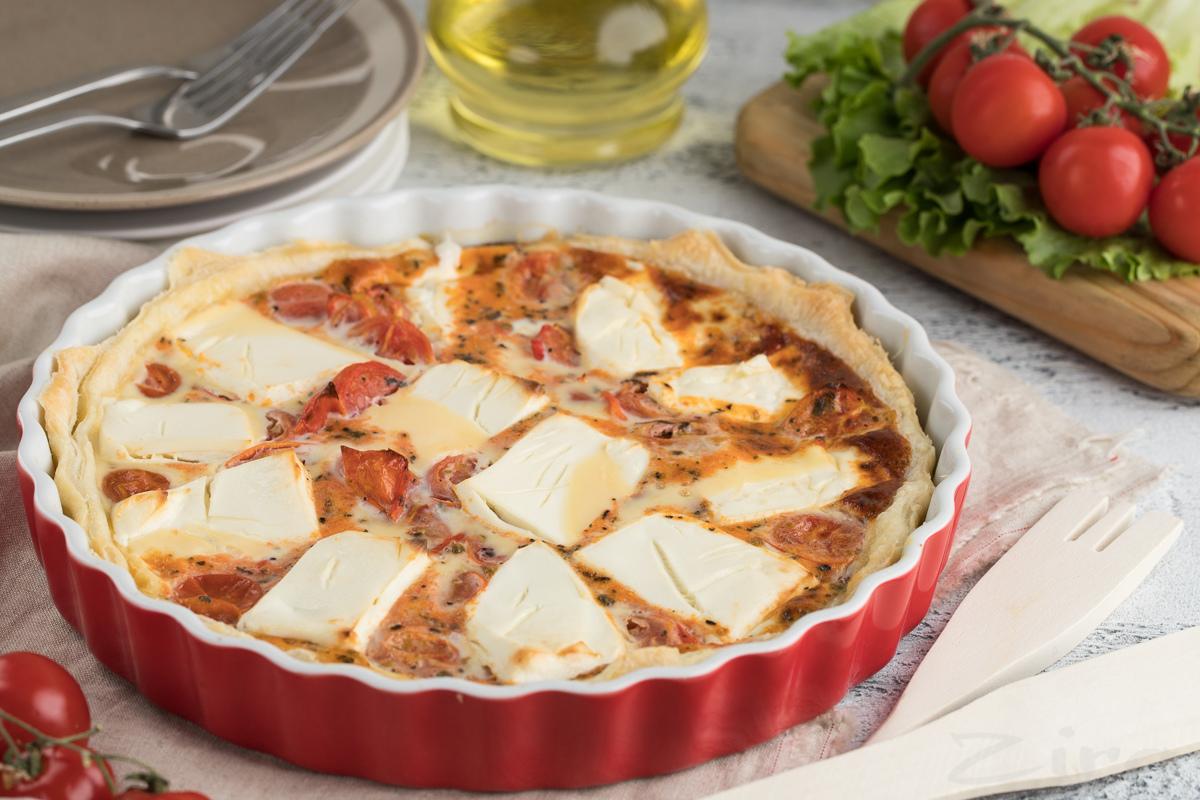 Пирог с сыром фета и помидорами