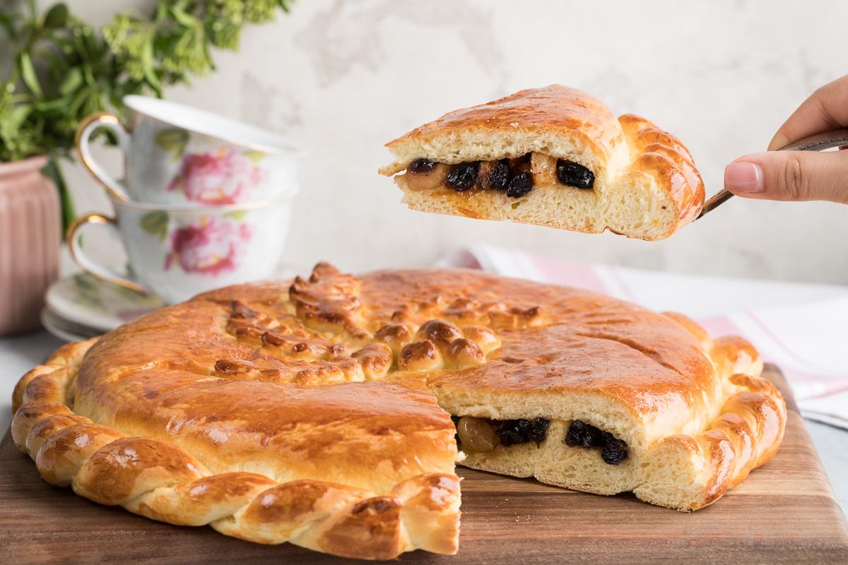 Дрожжевой пирог с начинкой из сухофруктов