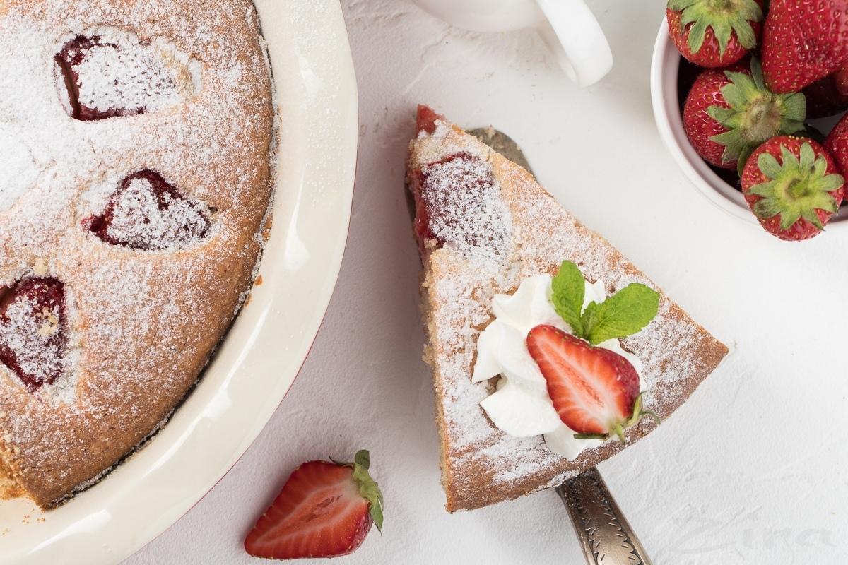Видеорецепт: итальянский пирог с клубникой