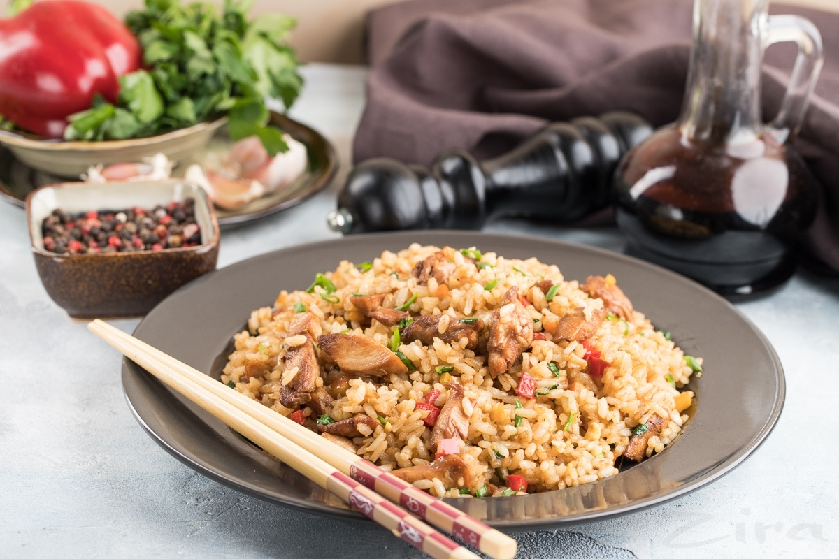 Китайский жаренный рис с курицей