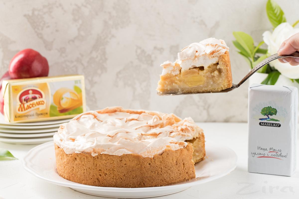 Видеорецепт: сливочно-яблочный пирог с безе
