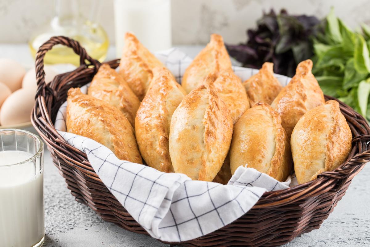 Пирожки с мясом на кефире (кибинай)