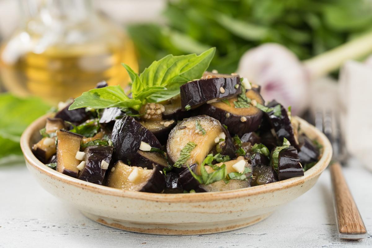 Салат из баклажанов с райхоном и мятой