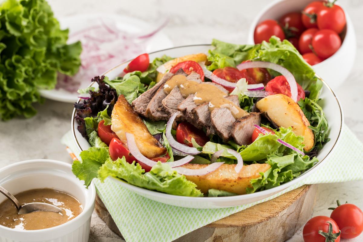 Теплый салат со стейком
