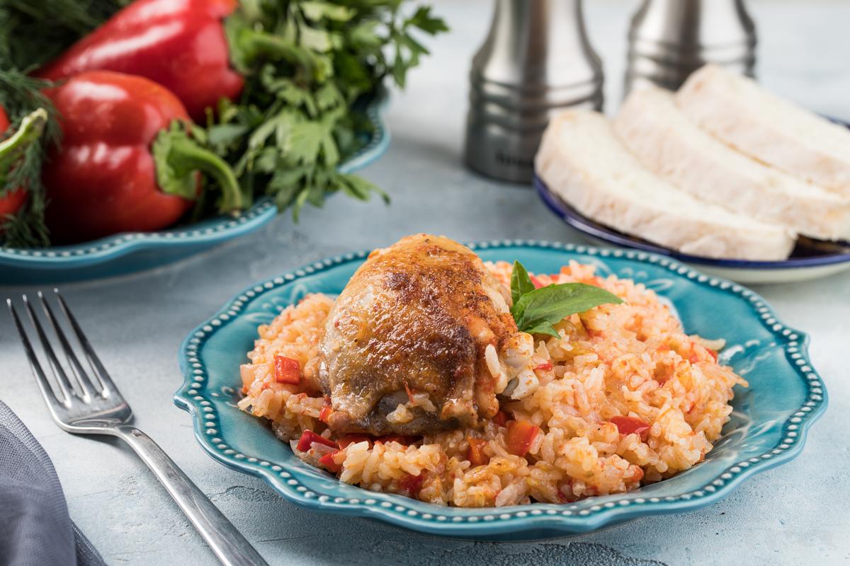 Курица с рисом в томатном соусе