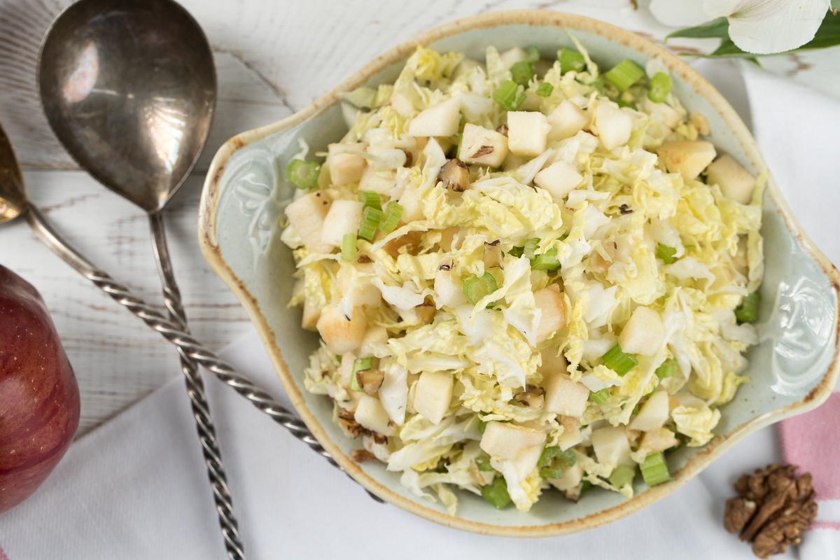 Салат с пекинской капустой и сельдереем