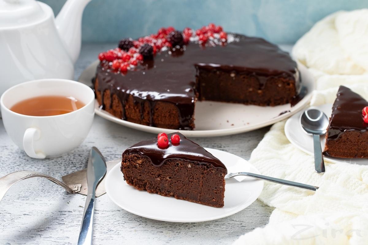 Видеорецепт: пряный шоколадный пирог