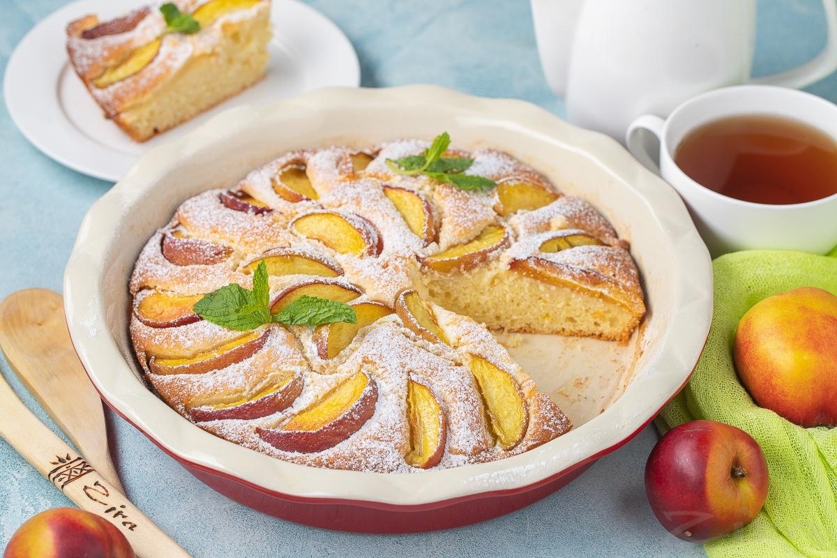 Видеорецепт: летний пирог с персиками