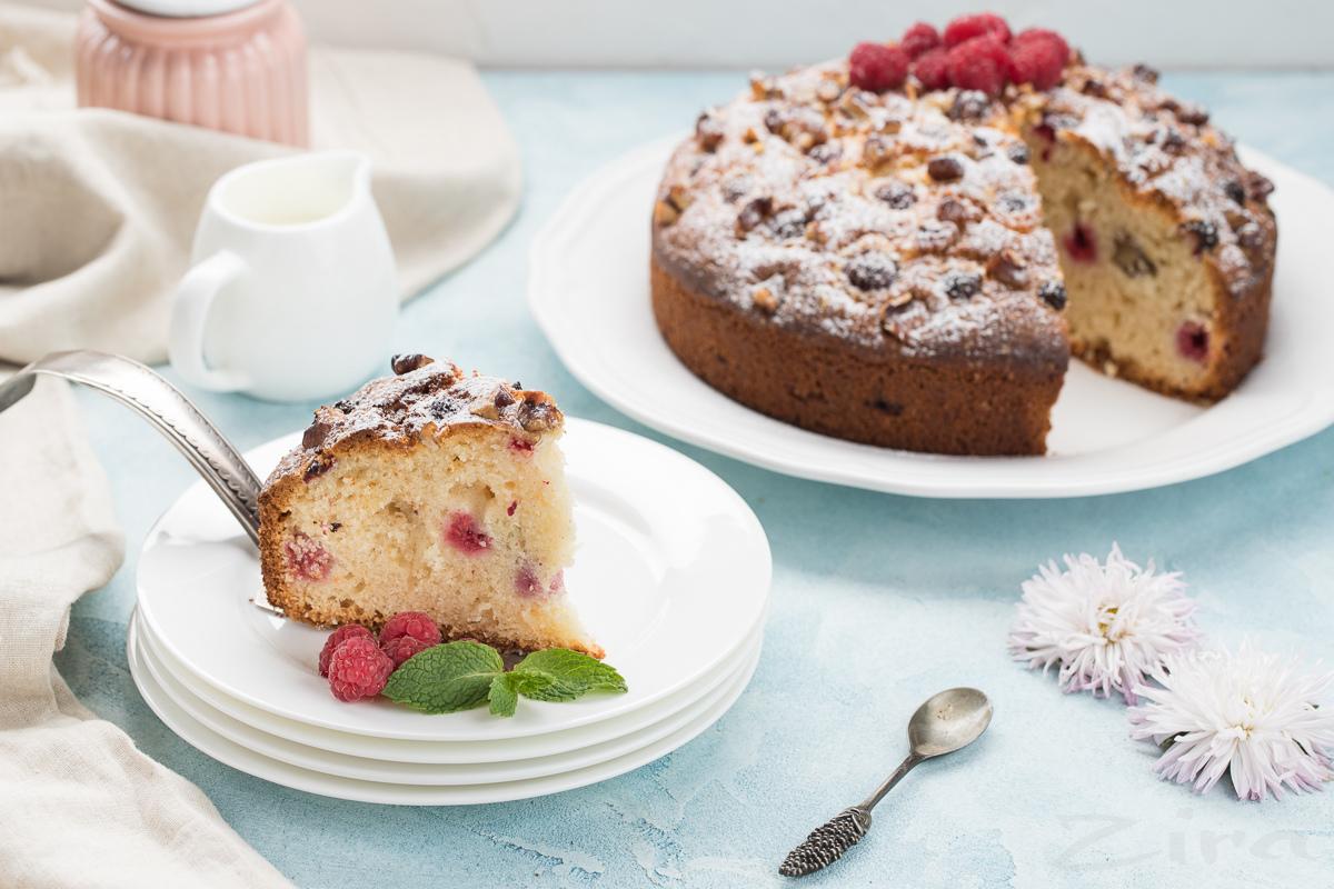 Видеорецепт: пирог с малиной и орехами