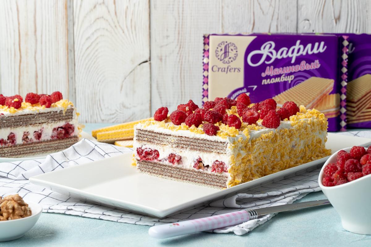 Видеорецепт: торт из вафель с малиной