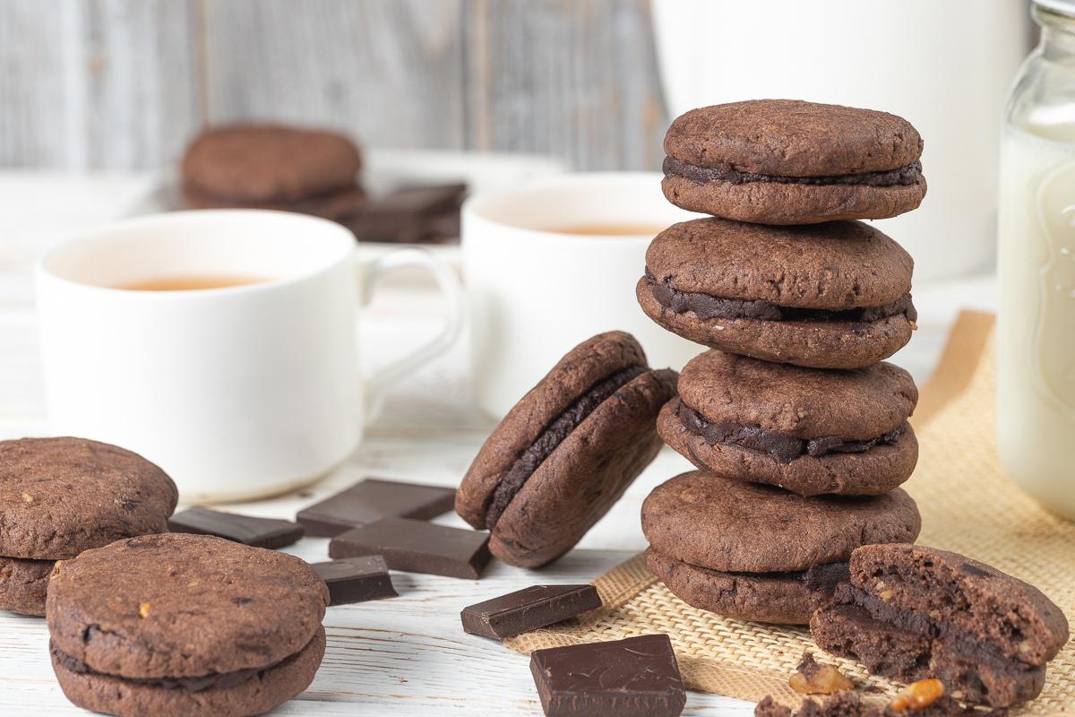 Ореховое печенье с шоколадной прослойкой