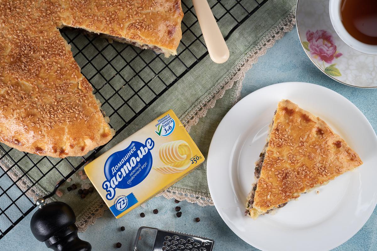 Видеорецепт: мясной пирог с сочной начинкой